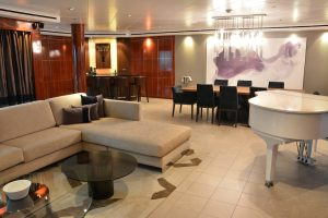 Owners' Suite on Norwegian Pearl
