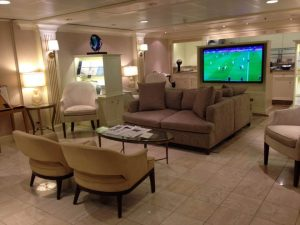 Comforts and diversions in the Concierge-Class Lounge