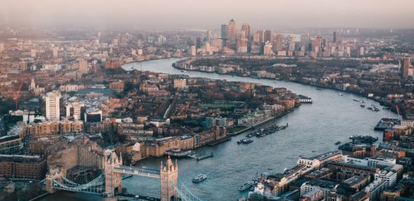 England Opens Doors to Vaccinated US and EU Travelers