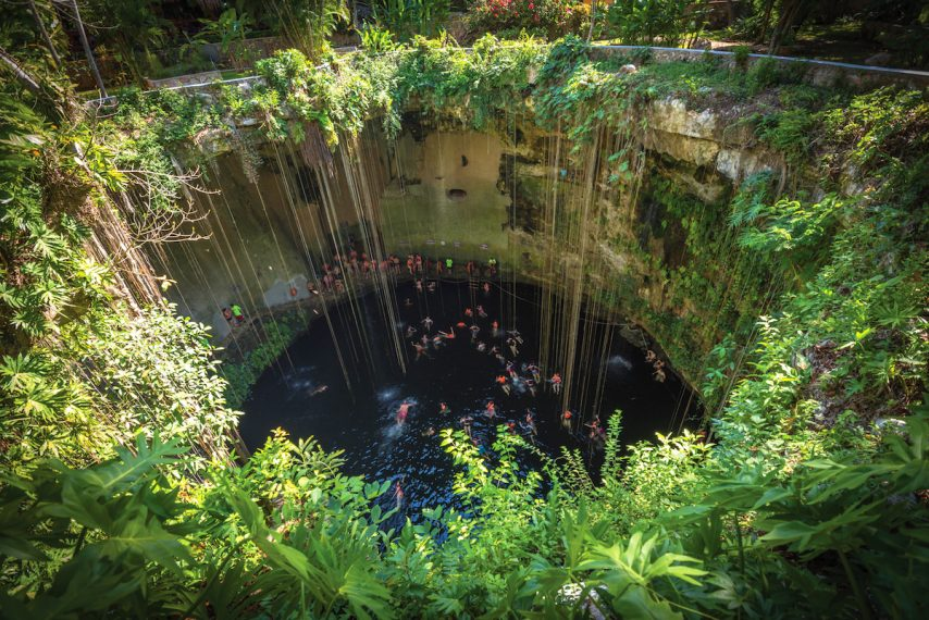 Ik Kil cenote, Yucatan popular landmark, Mexico