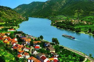AmaWaterways Announces New Wine Hosts for 2021