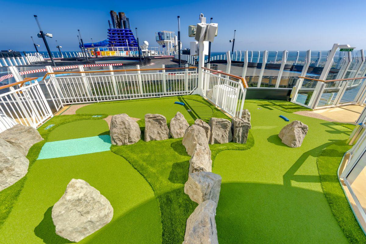 Mini Golf on Norwegian Bliss
